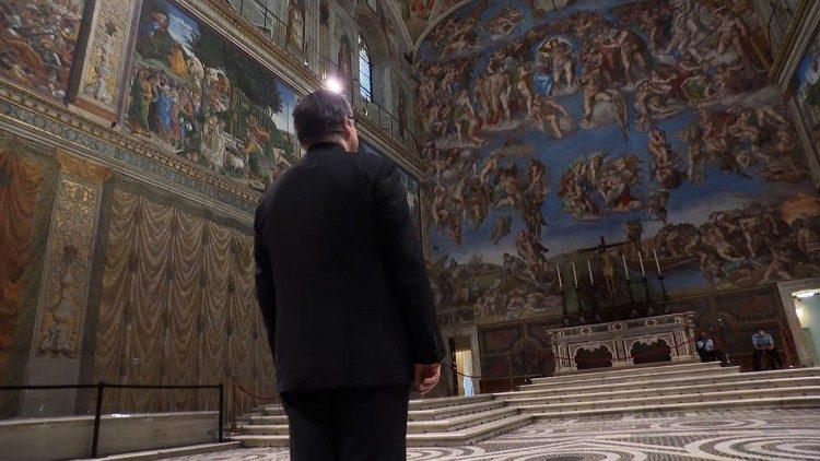Maestro Marcos Pavan admiring Michelangelo's Last Judgment in the Sistine Chapel