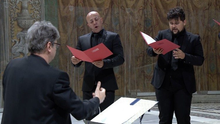 """Another performance of a work by Josquin in the Sistine Chapel by the """"De labyrintho"""" ensemble directed by Walter Testolin"""